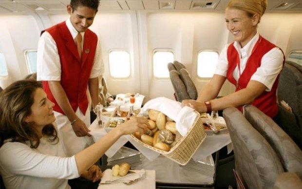 Авіаменю: яких продуктів варто уникати в літаку