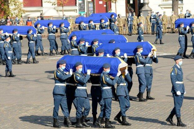 В Харькове простились с погибшими курсантами - отправились в вечный полет