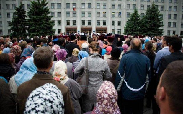 """Депутат, поп и """"браток"""": украинскую реальность прекрасно показали одним фото"""