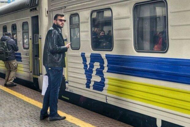 Укрзализныця откроет дополнительные рейсы перед Новым годом: куда можно поехать на праздники