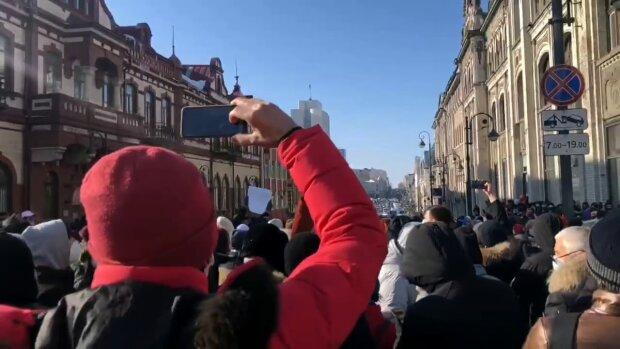 В России начались массовые акции в поддержку Навального: восстал Владивосток, начались столкновения с полицией