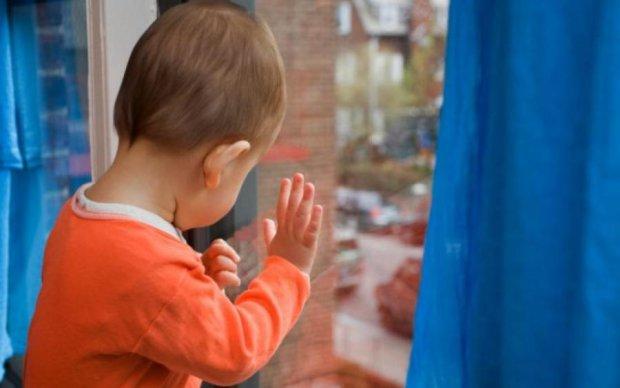 Москитная сетка чуть не убила трехлетнего малыша в Киеве