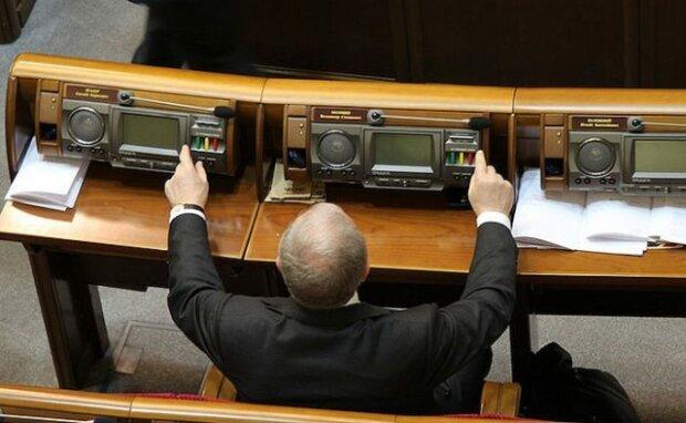 У Верховній Раді візьмуться за кнопкодавів: першим під гарячу руку Разумкова потрапив Ковальов