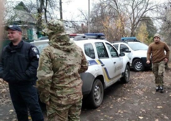 В Золотое нагрянула полиция из-за ситуации с добровольцами: детали