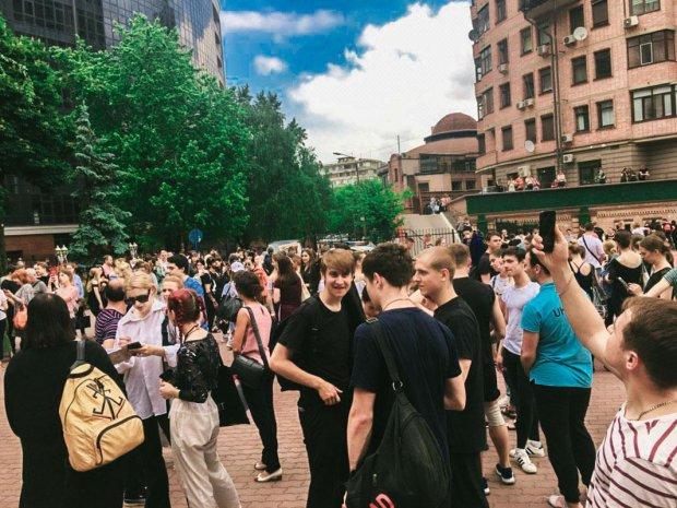 """Розлючені львів'яни заполонили вулиці, нерви на межі: Садовий """"умиває руки"""""""