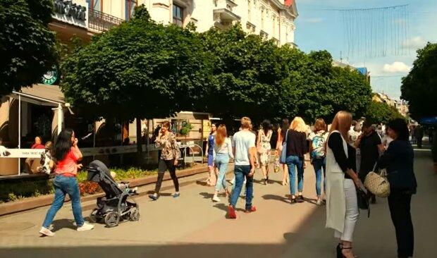"""Франковчане отметят День Независимости, не смотря на карантин: вышиванки, концерт и """"денежный дождь"""""""