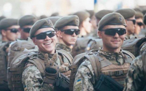 Танки, самолеты и тысячи военных: эффектные кадры с репетиции парада в Киеве