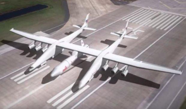 США збудують найбільший у світі літак, розміром з футбольне поле (відео)