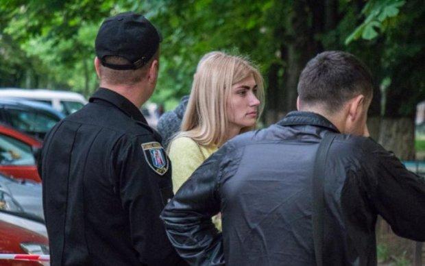 Привіт, 90-ті: в Києві звірі пошматували ножем власника телефону