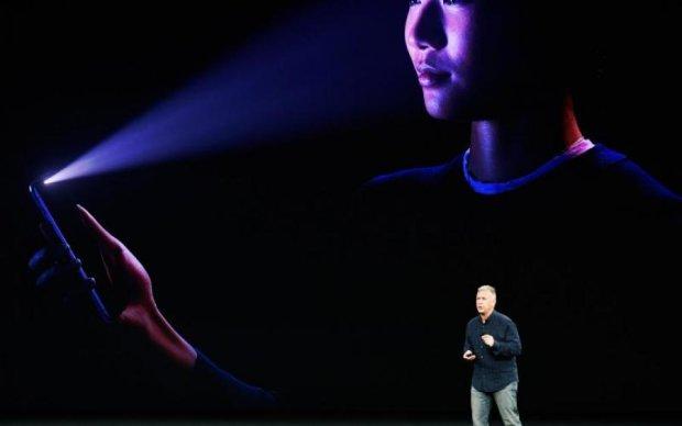 Навіть голову не відрізали: хвалений захист iPhone X легко обійшли