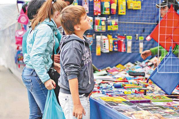 Шкільні базари у Києві 2019: де і за скільки можна зібрати дитину в школу