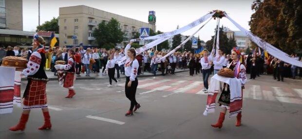 Имена украинцев закодированы в магических вышиванках - найди свое