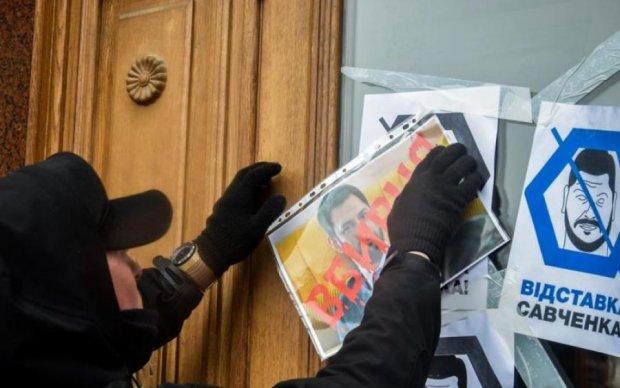 Смерть летчика-героя: в Николаеве толпа требовала отставки губернатора