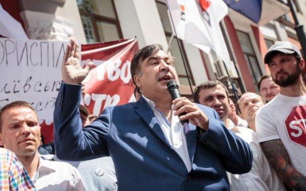 Соратник Саакашвили собрал подписи за импичмент Порошенко: документ