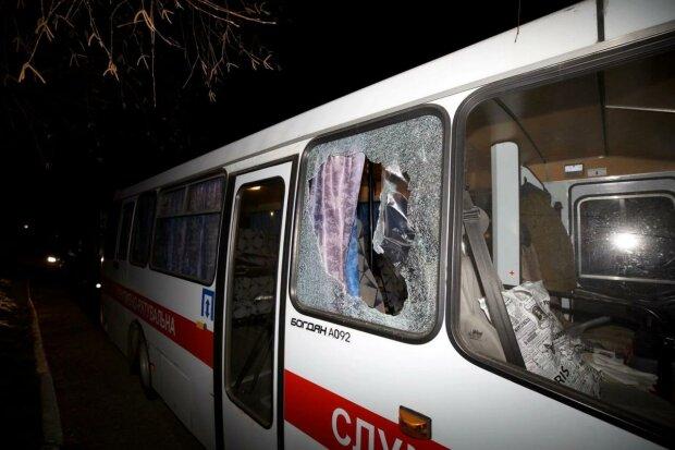 разбитые окна в автобусе, фото с сайта МВД Украины