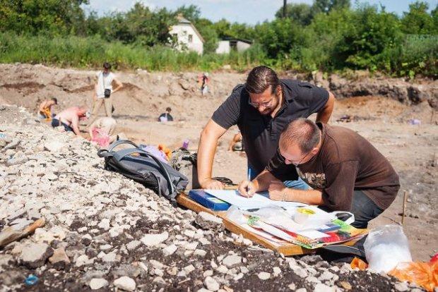 Археологи натрапили на криваву зброю минулого: майже метр у довжину