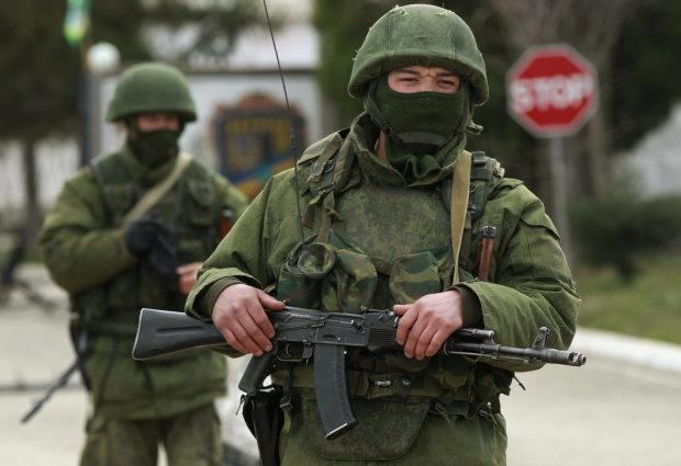 """""""Зелені чоловічки"""" і гвинтокрили на українському курорті, дороги перекриті, місцеві у паніці"""