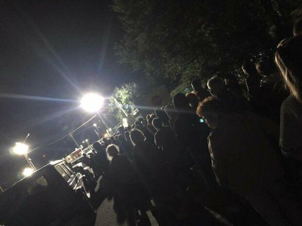 Безумные очереди на КПП: решение Кабмина заставило сотни людей срочно покинуть аннексированный Крым