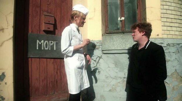 """У російському морзі працівник мацав жінку за груди та """"піднімав"""" собі не лише настрій, відео"""