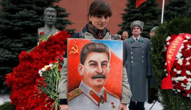 """Центр Києва заполонили портрети Сталіна та Жукова, українці лютують: """"Вилазить всяка нечисть з усіх щілин"""", відео"""