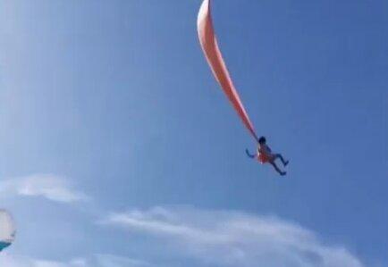 Девочка в небе, фото: youtube