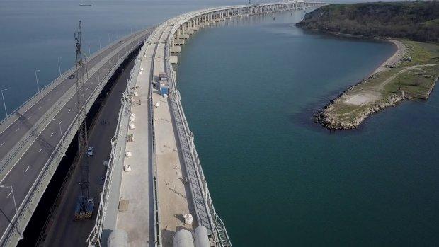 Россияне не спешат в Крым: кадры пустого Керченского моста рассмешили сеть