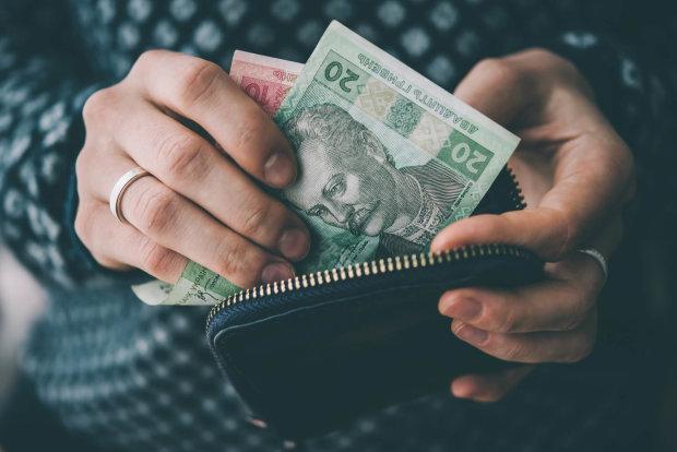Гривна обскакала все валюты мира, даже доллар не устоял: заслуженное первое место