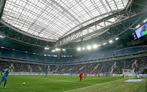 Дах найдорожчого стадіону Росії знову в центрі уваги
