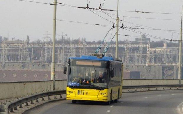 Отказали тормоза: переполненный троллейбус протаранил маршрутку