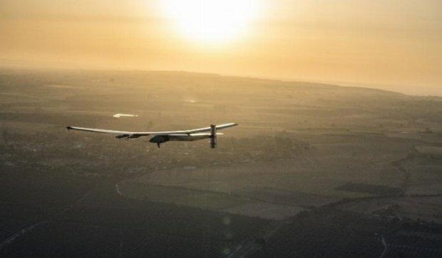 Літак на сонячних батареях вперше перелетів Атлантику
