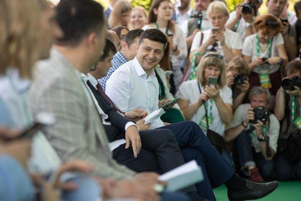 """Зеленский на съезде """"Слуги народа"""" обратился к Порошенко: """"Готовим нокаут"""""""
