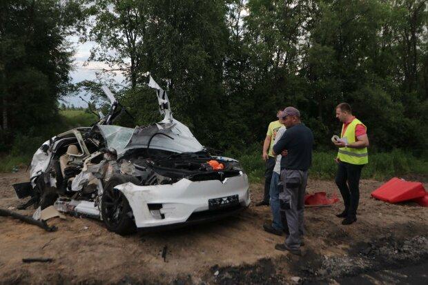 Машину смяло в гармошку: в центре Одессы произошло кровавое ДТП, кадры первых минут аварии