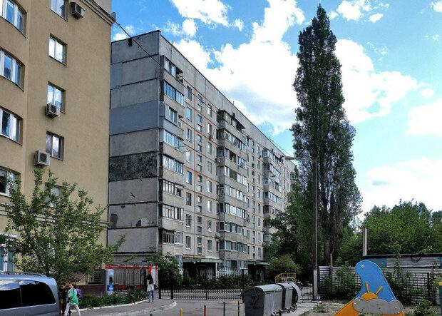 """Мешканців Харкова налякали дивні ігри неадеквата на даху: """"Голуб по підвіконню цокає своїми цокотушками"""""""