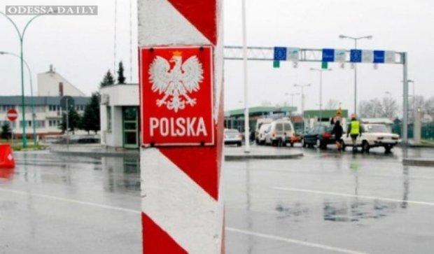 Сотни машин парализовали украино-польскую границу