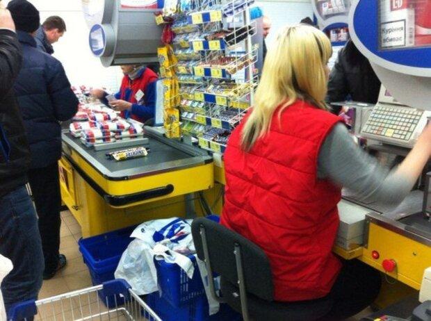 """Харків'ян """"балують"""" гнилими бананами, дивитися гидко: """"За це потрібно платити?"""""""