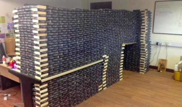 """Благотворительный книжный магазин просит не задавать """"50 оттенков серого"""""""
