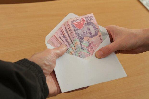 Камбін вирішив підняти зарплати українцям, але пощастить не всім: кому час підставляти кишені