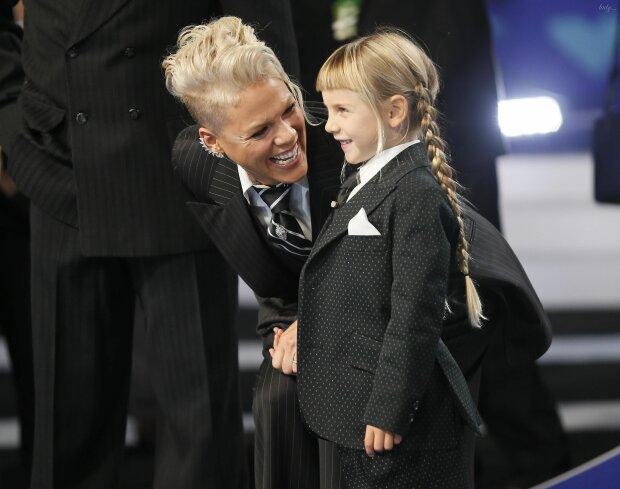 8-річна донька співачки Pink виголила ірокез: така ж бунтарка, як і мама