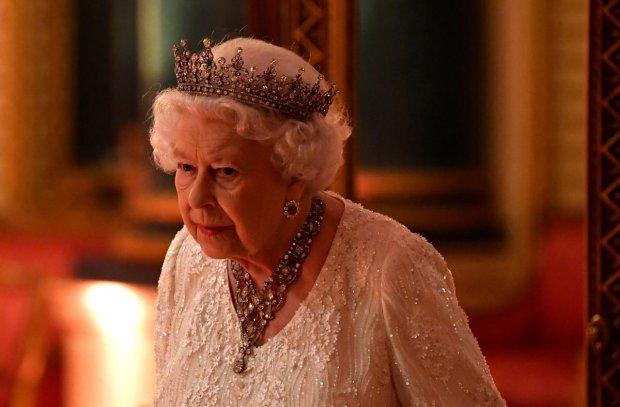 """Елизавета ІІ шокировала дипломатов """"кислотой"""": завидует даже Меган Маркл"""
