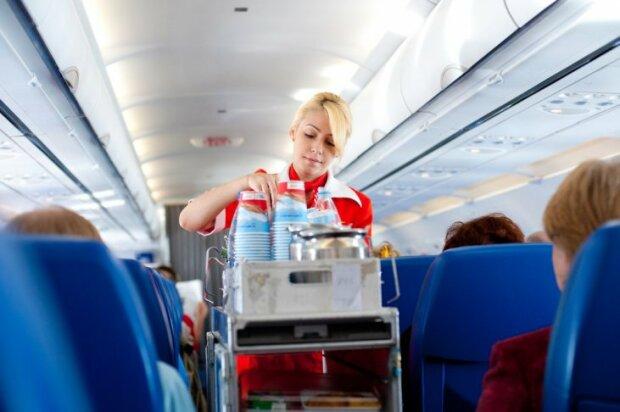 Стюардеси розкрили 5 психологічних прийомів, які дозволяють знати про пасажирів усе