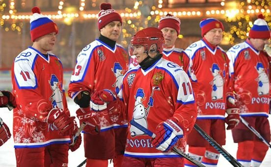 Путин сыграл в хоккей, фото: Facebook