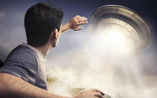 Гуманоида за рулем НЛО засекла камера