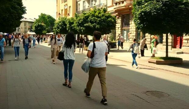 """Українців змусять """"скинутися"""" по 16 тисяч, щоб закрити дірку в бюджеті"""