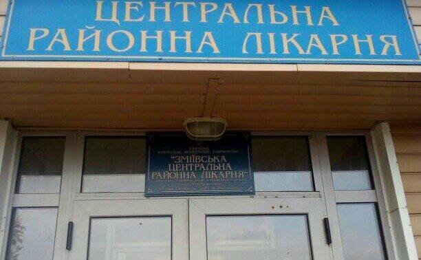"""Под Харьковом медики оставили пациентов с пневмонией на улице: """"Даже двери не открыли"""""""