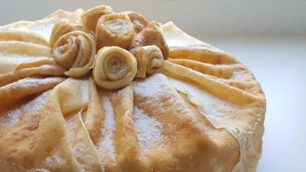 Пальчики оближешь: блинный торт с сырным кремом