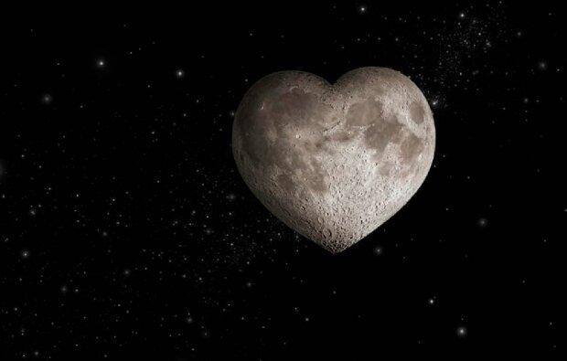 Луна в виде сердца, скриншот: YouTube