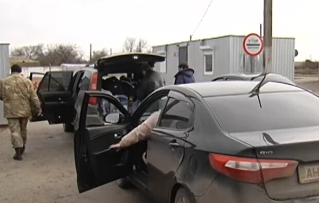 Пропускные пункты на Донбассе, скриншот: YouTube