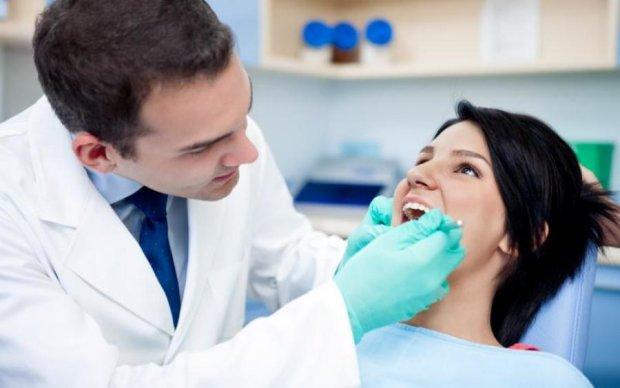 Незграбний стоматолог впустив у рот пацієнтки щось смертельне: фото