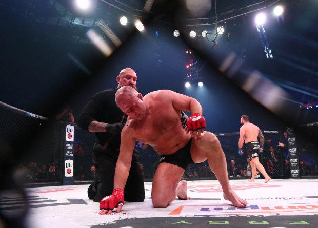 Райан Бейдер нокаутував Федора Ємельяненка на турнірі Bellator 214