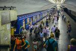 """У київському метро з чоловіком сталася моторошна НП: """"Пхали до рота ключі та телефон"""""""